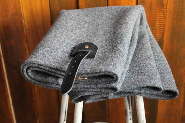 黒革ベルト仕様 軍物メルトンのポンチョ 霜降りグレー(色:ミドルグレー)