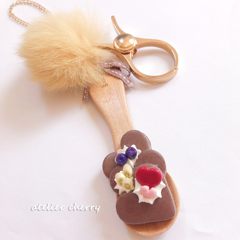 チョコクッキーonスプーン♪大人かわいいバッグチャーム♡ファー付 グローブホルダー・エコバッグホルダーに...