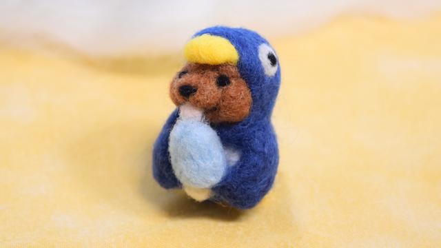 魅惑のソーダアイスをぺろぺろしているペンギンコグマ