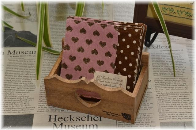 【  Sale   】 ピンクハート柄のコースター5枚セット 小物入れ付き