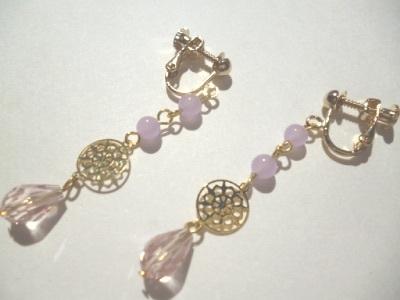 カルセドニー・メタルパーツ・カットガラスのイヤリング