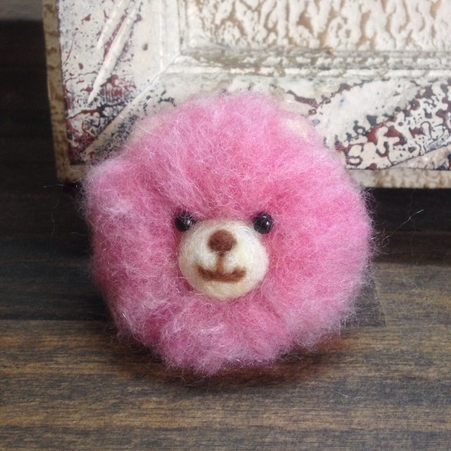ピンクのくまちゃんブローチ
