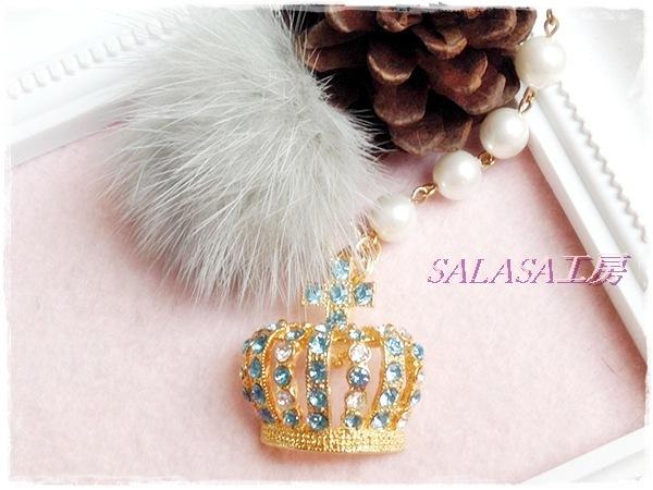 王冠とファーのキラキラバッグチャーム(アクアマリン)