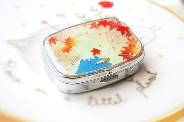 秋を彩る富士山ピルケース