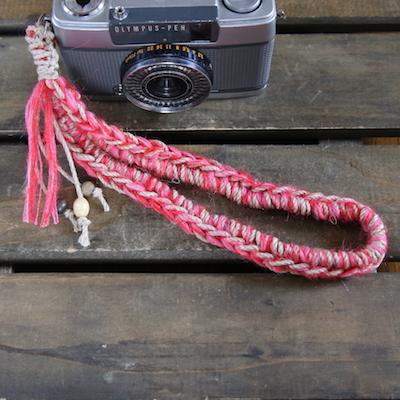 手紡ぎモヘアの麻紐ハンドストラップ-レッド
