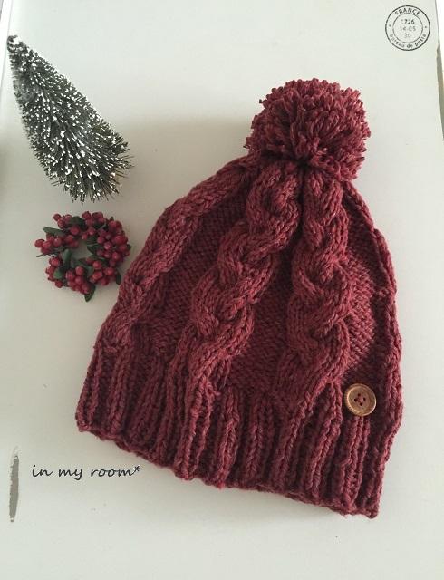 赤いニット帽。